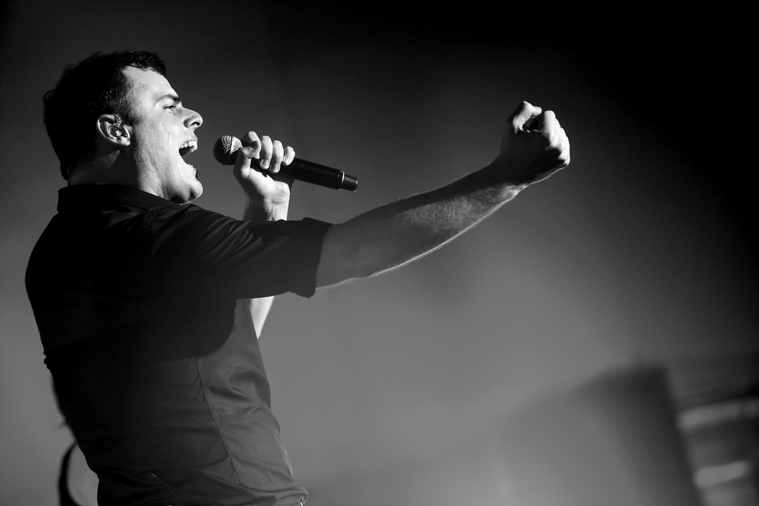 picture QUEEN SHOW, starring Marc Martel