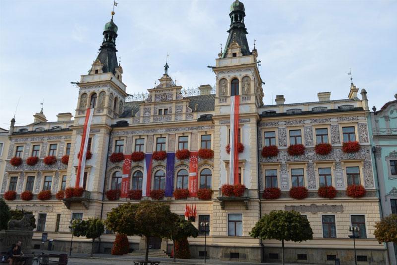 picture Společenský sál radnice Pardubice, Perštýnské nám.