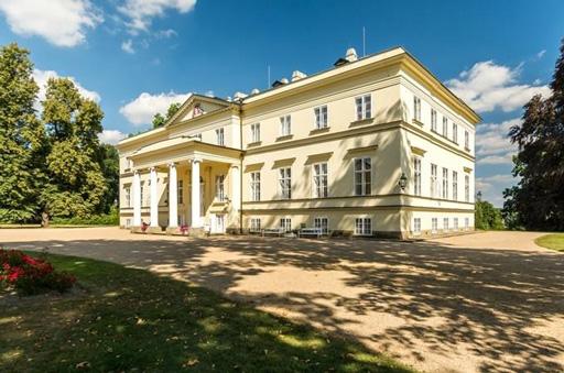 picture Nový zámek v Kostelci n/Orlicí, areál parku