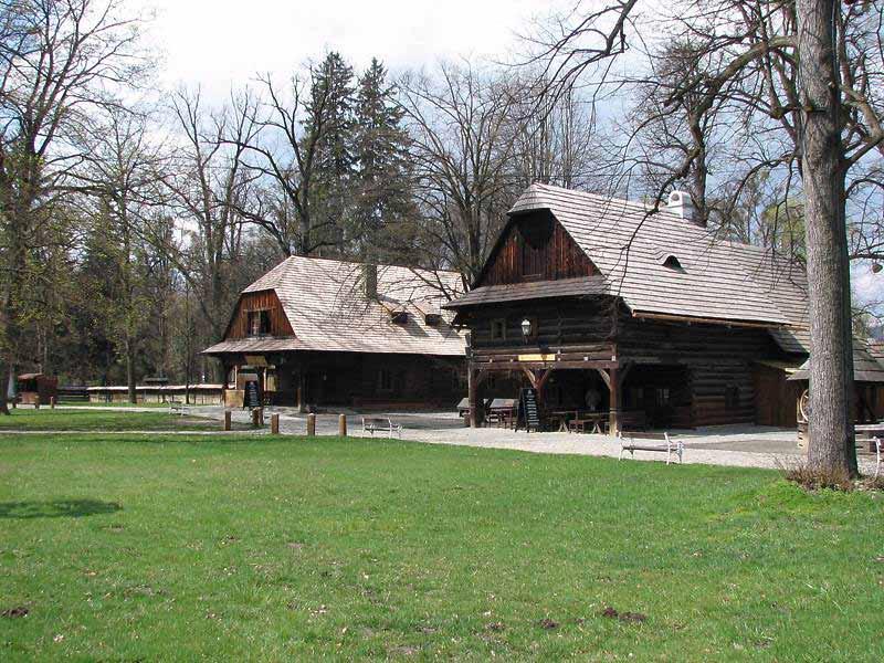 picture Amfiteátr Dřevěné městečko